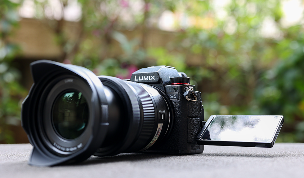 Welcome to Primes & Zooms! Rent DSLR cameras, lenses and accessories in Pune and Mumbai!